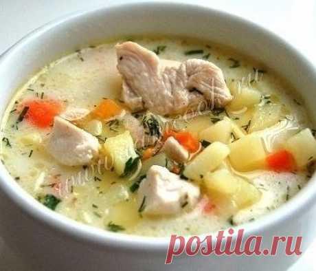 Нежнейший сырный суп с курицей Нежнейший сырный суп с курицей Ингредиенты: Филе куриной грудки — 1 шт. Морковь — 1 шт. Картофель — 5 шт. Сыр плавленый — 100 г Вода — 2 л Масло оливковое