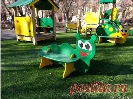Трава появилась на детской площадке