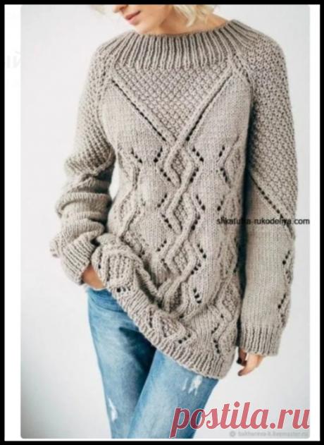 Интересный бежевый свитер - удлиненная модель спицами
