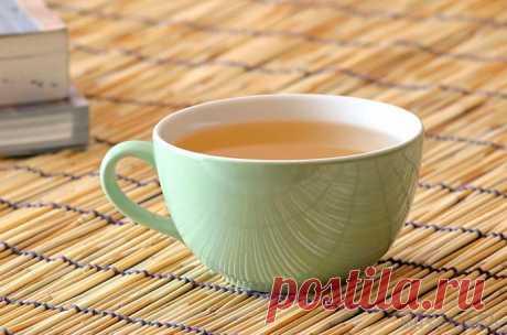 Белый кофе (ипохский): что это такое, история происхождения Некоторые люди, сталкивающиеся с названием белый кофе, считают его особенным сортом зерен. Однако такое мнение неправильно. Так называются обычные зерна, которые были немного обжарены с добавлением пальмового масла.