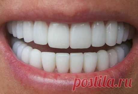 Заболели зубы10 народных советов помогут вам  1. Смешать в равных частях по весу порошок корицы и мед. Этой смесью полезно смазывать зуб, который шатается и болит. Она его успокоит и укрепит;   2. При зубной боли держать во рту столовую ложку зв…