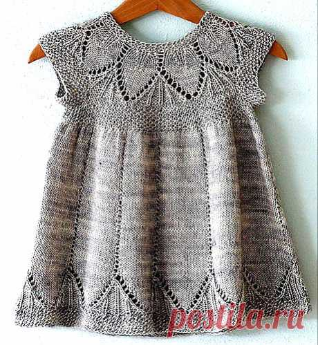 Вязаное крючком платье для девочки.