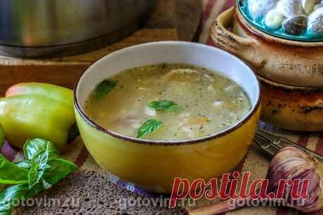 Куриный суп с зеленым горошком и вермишелью. Рецепт с фото Бульон для куриного супа можно сварить не из целой курицы, а из её частей. У меня, к примеру, остаются кончики куриных крыльев или спинки, которые храню в морозилке, пока не понадобится сварить вкусный наваристый куриный суп. Овощи для супа не обжаривала, а положила сразу после нарезки. И обязательно добавьте в куриный суп сельдерей, тут он - просто «первая скрипка». Консервированный горошек подойдет самый затрапез...