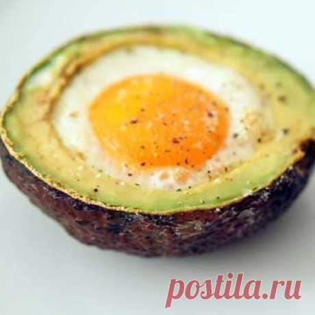 """Блюда из яиц  На сайте есть разнообразные блюда из яиц. Но я не могу остановиться, люблю яйца, поэтому ищу все новые рецепты  И снова много разных и интересных рецептов яичных блюд!  3. Запекать яйца в формах для маффинов  5. Сделать идеальное яйцо-пашот  6. Как приготовить яйца-пашот в микроволновой печи 7. Сделать яичницу-болтунью в микроволновой печи за секунды 8. Испечь в духовке """"сва"""