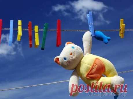 Как правильно стирать и чистить мягкие игрушки Если у вас есть ребёнок, то большое количество мягких игрушек в вашем доме обеспечено. Они могут быть разных размеров и цветов, самые любимые или те, что постоянно стоят в углу, но объединяет их одно:...