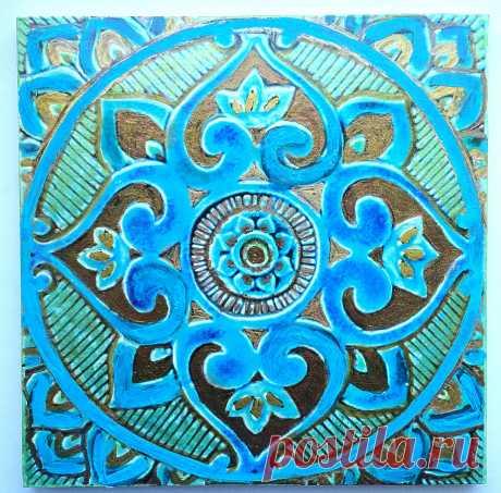 голубая плитка с восточным орнаментом, восточный орнамент на плитке, плитка марокканская, плитка марокканская ручной работы, марокканская плитка бирюзовая, бирюзовая плитка, плитка керамическая ручной работы