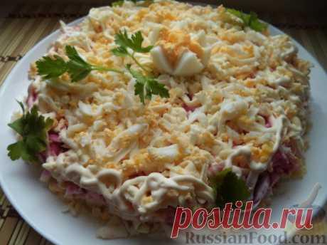 """Рецепт: Салат """"Невеста"""" на RussianFood.com Состав продуктов для салата: отварные картофель, морковь, свекла, куриные яйца; обжаренный репчатый лук; плавленый сыр, майонез. Салат выкладывается слоями."""