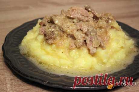 Очень вкусная свинина в сметанно - луковом соусе.