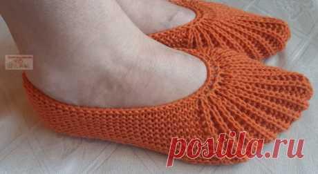 Тапочки-следки с эластичным носком Сегодня хочу предложить связать модель тапочек с эластичным носком. Благодаря такому носку тапочки не спадают с ноги. Описание на размер 35 – 40.
