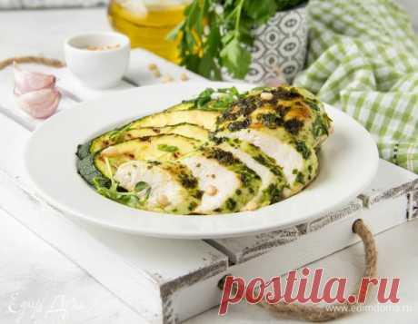 Курица на гриле в зеленом маринаде. Ингредиенты: куриное филе, петрушка зелень, кинза свежая