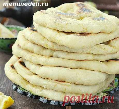 Арабские лепешки на сковороде Эти лепешки на сковороде уже довольно прочно обосновались в нашем семейном меню. Когда планирую делать хумус, практически всегда пеку и их. Они максимально простые