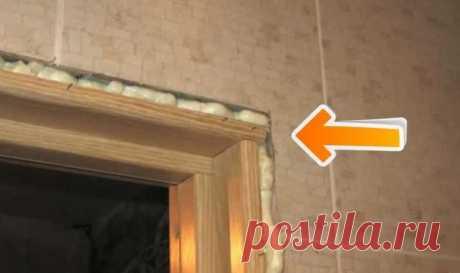 Как исправить большую щель между дверью и откосами Установка новой двери не всегда проходит идеально. Самая распространенная неприятность – ее размер не совпадает с проемом, поэтому образуется заметная щель