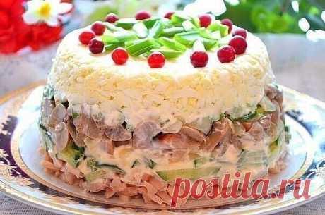 9 РЕЦЕПТОВ КРАСИВЫХ САЛАТОВ К НОВОМУ ГОДУ   1) Классический салат из печени трески  ИНГРЕДИЕНТЫ:  1 банка печени трески  2 картофелины  2 яйца  1 луковица  2 ст. л. консервированного зеленого горошка  Майонез  Зеленый лук и укроп по вкусу  1/2 лимона  ПРИГОТОВЛЕНИЕ: Отварите в мундирах картофель, яйца. Почистите отваренный картофель, нарежьте кубиками. Также кубиками нарежьте яйца. Печень трески измельчите. Мелко нарежьте репчатый лук, зеленый лук и укроп. Смешайте все про...
