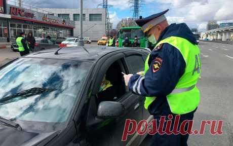 В МЧС придумали новое требование для водителей Министерство чрезвычайных ситуаций разрабатывает регламент, который коснется абсолютно всех российских автовладельцев.Будет создан национальный стандарт, в соответствии с которым в каждом автомобиле