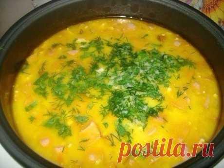 10 рецептов сырных супов   1. Сырный суп (с шампиньонами и брокколи)   Ингредиенты:   Шампиньоны — 5-7 шт.  Сырки — 2 шт.  Брокколи — 200 г  Картофель — 1-2 шт.  Морковь — 1 шт.  Соль, растительное масло для обжарки   Приготовление:   1. Шампиньоны нарезаем. Обжариваем минут 5-10. Морковку трем на терке и тоже обжариваем.  2. Брокколи разделяем по соцветиям, на кусочки помельче.  3. Можно брать свежую брокколи (в сезон), можно воспользоваться и замороженной.  4. В таком сл...