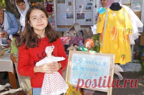 Это мы на Празднике Славянской письменности (куколок детям раздавали на пожертвования - кто сколько даст)