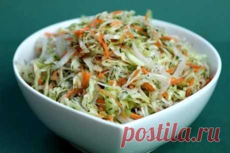 Довольно остренькая капуста мгновенного приготовления    Муж после похмелья съедает по пол банки!          Капуста получается очень вкусной и моментально «сметается» с стола! Приготовление: Итак, нашинковать 2 кг свежей капусты, натереть 3-4 морковки на …