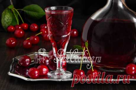 Cherry brandy in house conditions Liqueur from cherry which we will make with you today in every respect turns out magic.