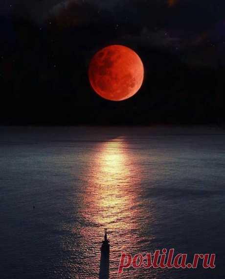 Красная луна, очень редкое явление, Сингапур ...