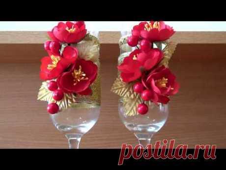 Бокалы с красными цветами Glasses with red flowers