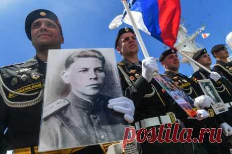 Исполком акции «Бессмертный полк» перенес шествие на 2021 год Ранее идею перенести шествие поддержал президент Владимир Путин.