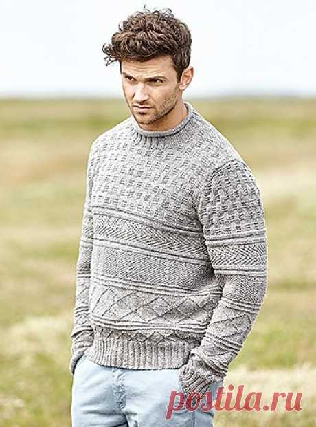 Классический мужской пуловер спицами текстурным узором из лицевых и изнаночных петель