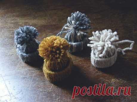 Славные шапочки из ниток для декора