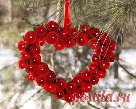 Сердце ко Дню Святого Валентина из спиральных бумажных цветов