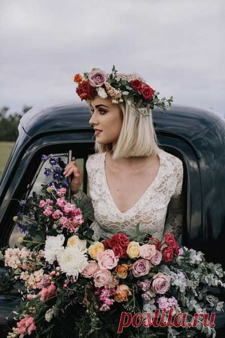 Венок в волосах - яркий акцент свадебного образа 😍