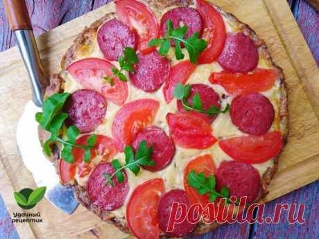 Кабачковая пицца.   Всем любителям кабачков придётся по душе этот рецепт. Во-первых кабачковая пицца быстрее готовится, потому что не нужно дрожжевое тесто заводить. Во-вторых летом, когда жарко, хочется еду полегче. Это блюдо получается вкусным, как пицца, а калорий меньше.