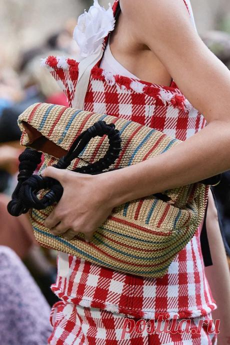 Вязаные сумки для весны и лета на подиумах 2020-2021. Часть 4   Вязаная мода: подиум и жизнь   Яндекс Дзен