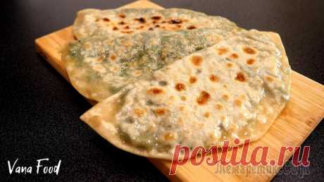 Кутабы с зеленью Рецепт азербайджанских плоских пирожков с начинкой из зелени. Безумно вкусные:) Хороши к мясу, с супом или просто так! Рекомендую готовить побольше:)Ингредиенты:для теста мука — 200 г;теплая вода — 12...