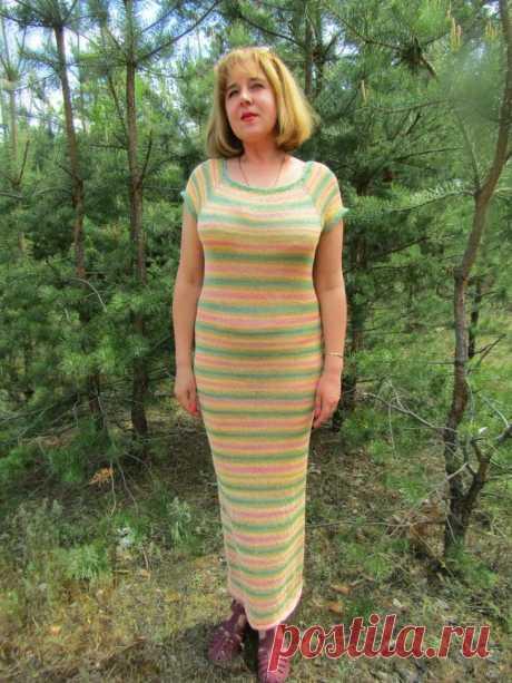 Женское летнее платье спицами без швов