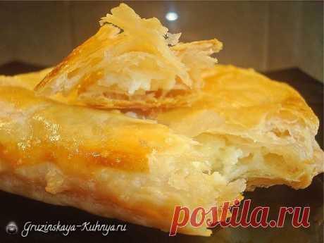 Рецепт слоеного теста по-грузински   Слоеное тесто используется в Грузии для приготовления популярных национальныхблюд —хачапури, пеновани, лобиани, пирожков, пирожных и тортов. Данный пошаговый рецепт поможет вам приготовить это вз…