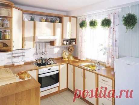 Простой и уютный интерьер кухни