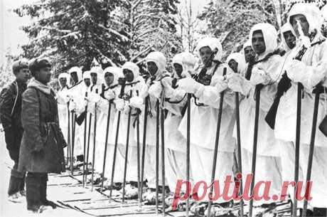27 против 400, или подвиг у деревни Хлуднево 23 января 1942 года у деревни Хлуднево совершили подвиг 27 чекистов-лыжников. Выполняя задание командования, приняли бой с превосходящими силами противника. Их было 400 и 4 танка. Бой шел всю ночь. По…