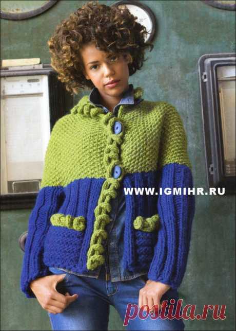 Модная тенденция двухцветного дизайна. Жакет с планками из длинных петель. Спицы