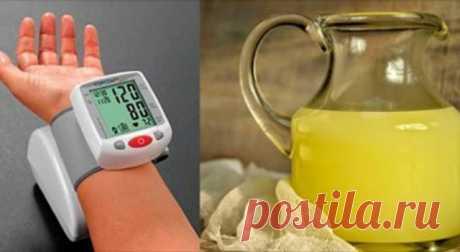 Всего 1 ложка этого средства может избавить от гипертонии, а также улучшить ваш метаболизм!    Эта мощная смесь насыщает наше тело полезными веществами, а также нормализует давление! Стоит попробовать! Как и лимонный сок, яблочный уксус хорошо известен благодаря своим целебным свойствам. В н…
