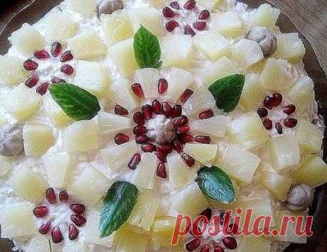 "New Year's salad ""Pineapple Bouquet\"""