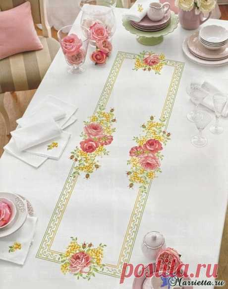 Roses on a cloth. Schemes of an embroidery cross