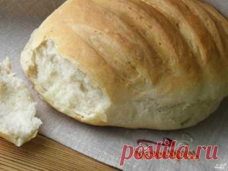 Постный хлеб в духовке Приготовьте опару из теплой воды, соли, сахара, дрожжей и маленького количества муки. Дайте ей подойти. Добавьте оставшуюся муку и замесите упругое тесто. Уберите в тепло на 1,5-2 часа. Потом сформуйт…