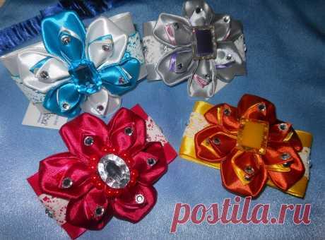 Яркие заколки(резинки), выполнены в одном стиле, но с разным цветовым решением.