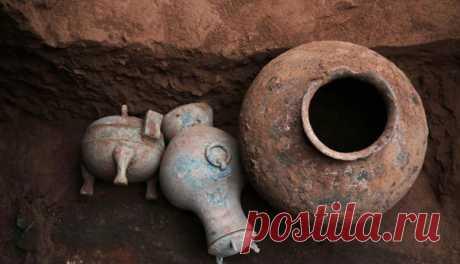 Los arqueólogos tienen suerte encontrar el vaso ajustadamente encorchado: en 2000 nadie no ha tomado su contenido así.