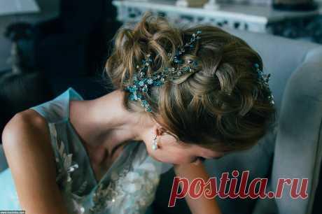 Свадебная прическа с косой и веточка ручной работы из кристаллов сваровски от стилиста и дмзайнера Анны Ефимовой.