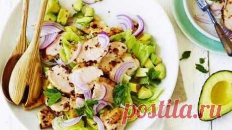 Индийский салат с курицей и авокадо: Рецепт порадует всех, кто заботится о своем здоровье - только полезные продукты в составе