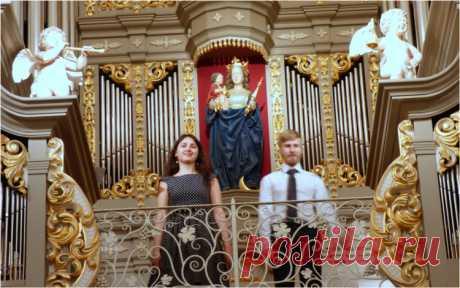 ¿Denis Mahankov y Dina Ihina han actuado en la sala de órgano de la Catedral de Kaliningrado.? Han resonado en seguida dos órganos, superior e inferior, a la realización la obra del compositor antiguo español Antonio Solera para dos órganos. Tal realización es conjugada, en realidad, con las complicaciones grandes, por eso las obras semejantes se cumplen bastante raramente. En la sala, rellenada por los estudiantes atenta, han resonado las obras de los compositores barrocos y los autores modernos