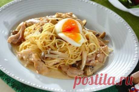 Спагетти с куриным сливочным соусом.