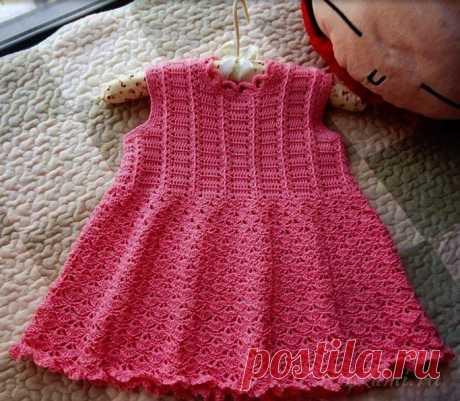 Красивое платье для девочки вяжем крючком схема по ссылке:     https://ru4kami.ru/vyazhem-odezhdu/761-plate-dlya-devochki-kryuchkom.html