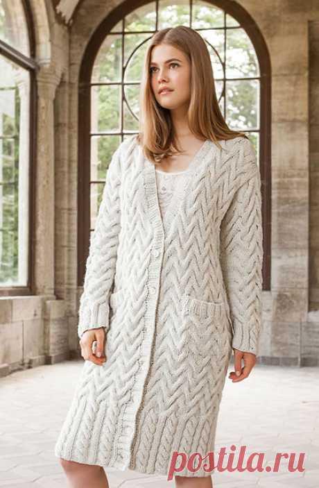 Объемное пальто косами на пуговицах с карманами спицами – схема с описанием — Пошивчик одежды