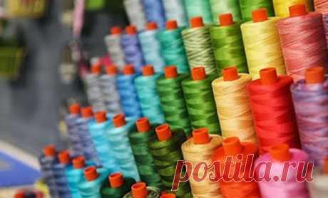 Виды ниток для швейной машины  В швейных магазинах сейчас доступно огромное количество ниток. Пока я не стала шить сама, то я не обращала внимание на состав и толщину ниток, считая их одинаковыми.Как я заблуждалась! Оказывается,…